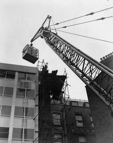 A 'Univac' computer is hoisted by crane for installation on  the fifth floor of Remington House on Holborn Viaduct, in London, on October 29, 1960. Photo: William Vanderson, Getty Images / Hulton Archive