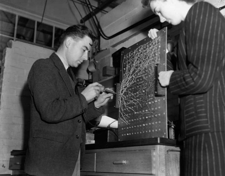 Computer scientist Andrew Donald Booth builds a utility model of the programmable electronic computer ENIAC (electronic numerical integrator and computer) on November 7, 1946 at Welwyn Garden City, England. Photo: Keystone, Getty Images / Hulton Archive