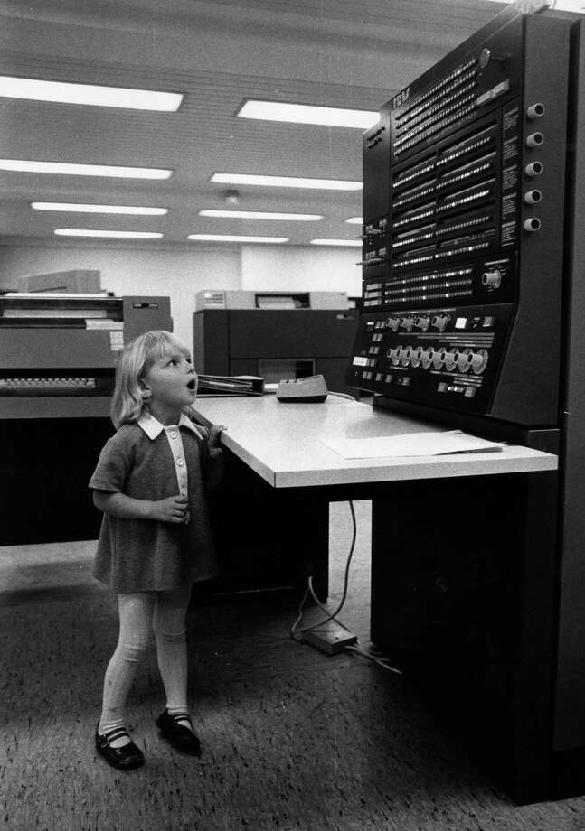 Dina Gamrath, 3, looks at a computer in September 1971. Photo: Erik Holmberg, Getty Images / Hulton Archive