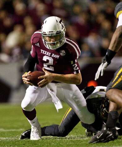 Texas A&M quarterback Johnny Manziel (2) flexes his knee causing him to get up slowly, taken t the trainers room and put on a brace during the second quarter of a NCAA football game, Saturday, Nov. 24, 2012, in Kyle Field in College Station.  ( Nick de la Torre / Houston Chronicle ) Photo: Nick De La Torre, Staff / © 2012  Houston Chronicle