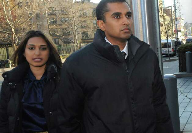 Mathew Martoma, right, former SAC Capital Advisors hedge fund portfolio manager enters Manhattan federal court, Monday, Nov. 26, 2012, in New York. Martoma was arrested on charges that he helped carry out the most lucrative insider trading scheme in U.S. history, enabling investment advisers and their hedge funds to make more than $276 million in illegal profits. (AP Photo/Louis Lanzano) Photo: Louis Lanzano