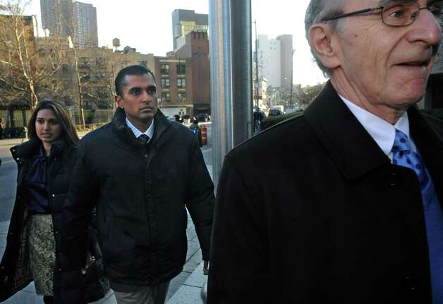 Mathew Martoma, center, former SAC Capital Advisors hedge fund portfolio manager enters Manhattan federal court with his attorney Charles Skillman, Monday, Nov. 26, 2012, in New York. Martoma was arrested on charges that he helped carry out the most lucrative insider trading scheme in U.S. history, enabling investment advisers and their hedge funds to make more than $276 million in illegal profits. (AP Photo/ Louis Lanzano) Photo: Louis Lanzano