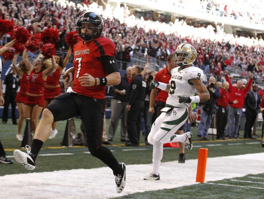 Meineke Car Care: Texas Tech (Big 12 No. 6) vs. Minnesota (Big Ten No. 6) -- Texas Tech quarterback Seth Doege runs for a touchdown against Baylor.  (LM Otero / Associated Press)