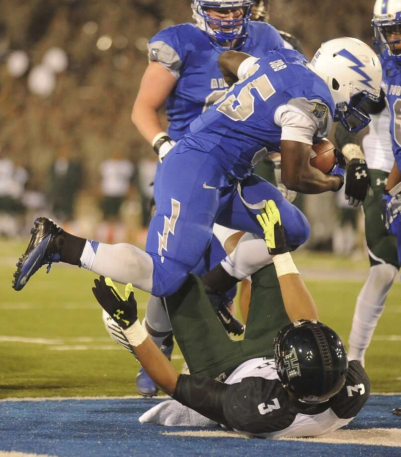 Bell Armed Forces: Rice (C-USA) vs. Air Force (MWC No. 3) -- Air Force's running back Wes Cobb scores against Hawaii.  (Jerilee Bennett/The Gazette / Associated Press)