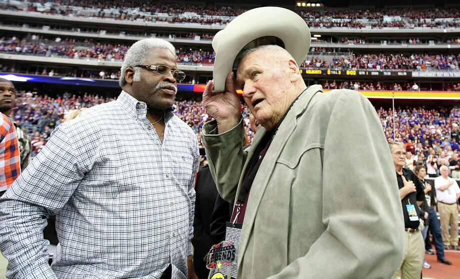 "Former Oilers coach Bum Phillips, right, was one of the interview subjects for the new documentary ""Earl Campbell: Still Standing."" Photo: Karen Warren, Staff / © 2011 Houston Chronicle"