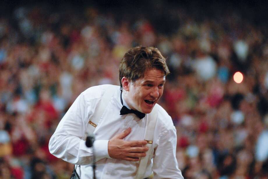 Keith Lockhart conducts the Boston Pops (Stu Rosner)