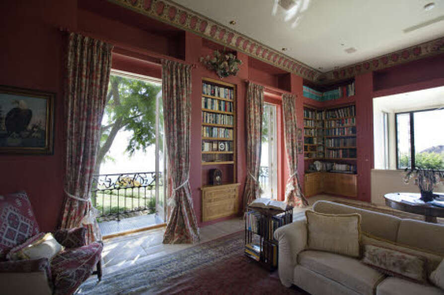 A library. (Prudential California Realty)