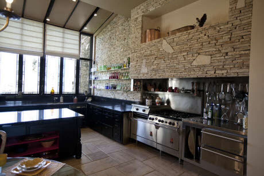Ah, and the REST of the kitchen. (Prudential California Realty)