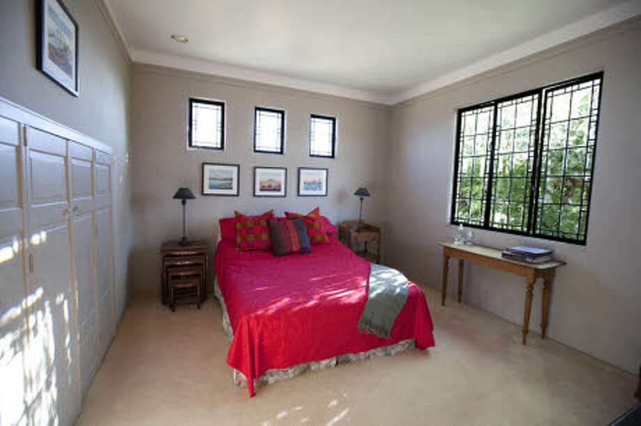 A smaller bedroom. (Prudential California Realty)