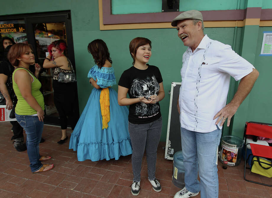 Terry Lowry and Jennifer Espinoza laugh during a show at Market Square. Lowry is the founder of Network for Young Artists. Photo: Kin Man Hui, San Antonio Express-News / ©2012 San Antonio Express-News