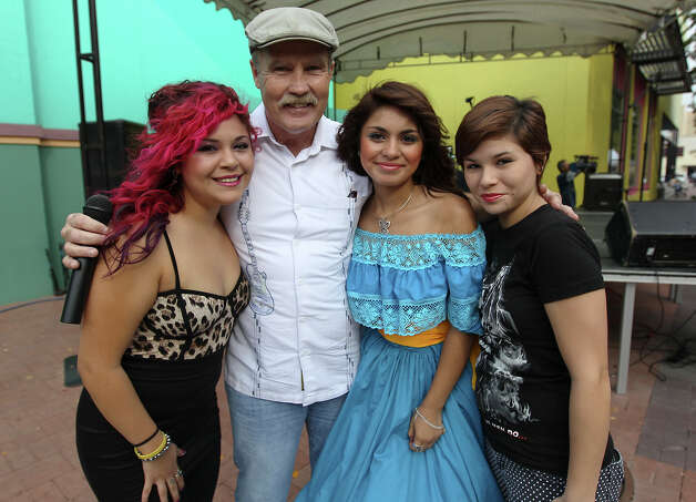 Terry Lowry and musicians Jessica Espinoza, from left, Sandy Rodriguez and Jennifer Espinoza. Photo: Kin Man Hui, San Antonio Express-News / ©2012 San Antonio Express-News