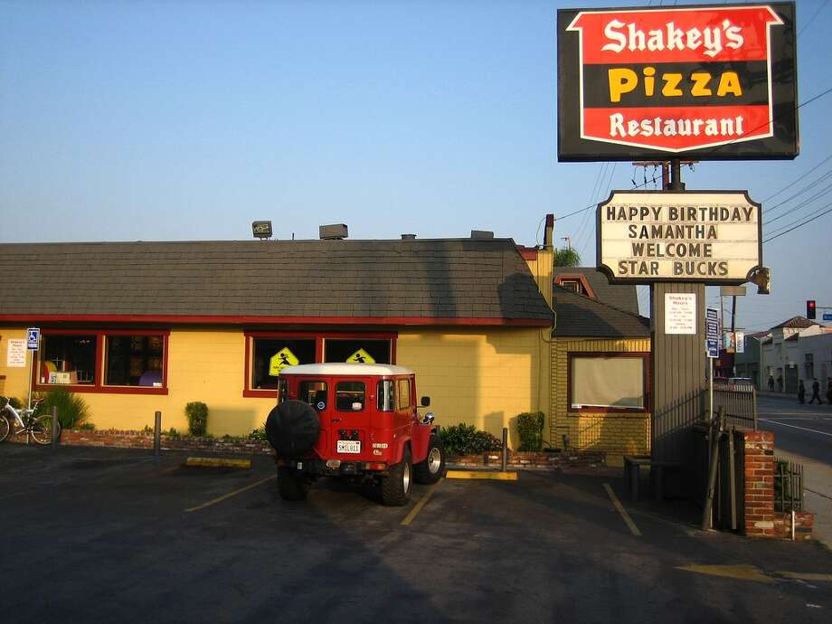 """Shakey's Pizza"" - Mattman0409Credit: derektor/Flickr Creative Commons Photo: Flickr Creative Commons"