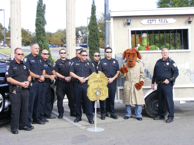 "Live Oak Police Chief Ken Evans (center), backed by law enforcement representatives from Live Oak, Universal City and Selma, explains how ""Operation Grinch"" to reduce crime during the holiday shopping season. Photo: Jeff B. Flinn / NE Herald"
