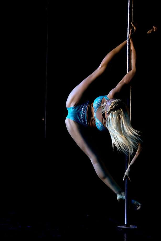 Split personality: The legs of Daniela Schmoll go where few legs 