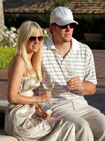 Anna Faris and Chris Pratt The coordinating glasses of wine are no accident, either.