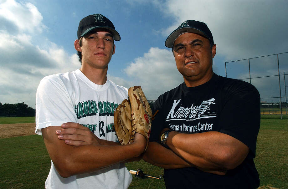 Reagan High School baseball standout Anthony Vasquez poses with his father, Rudy, on June 1, 2004. Photo: Jerry Lara, San Antonio Express-News / SAN ANTONIO EXPRESS-NEWS