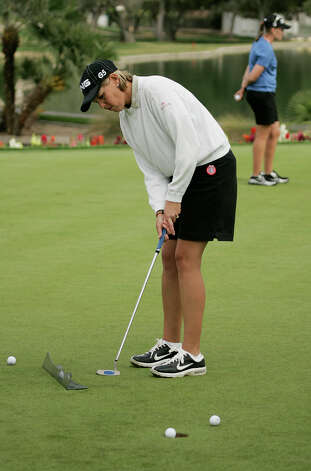 Wendy Ward practices her putting at the Las Vegas Country Club in Las Vegas, April 11, 2006. Ward will compete in the LPGA Takefuji Classic in Las Vegas starting Thursday. Ward won the event last year. Photo: AP Photo/Las Vegas Review-Journal, John Locher / LAS VEGAS REVIEW-JOURNAL
