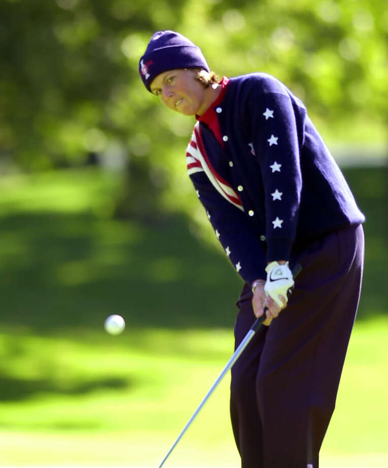 USA's Wendy Ward hits onto the green at the 2nd hole during singles matches of the Solheim Cup in Edina, Minn., Sept. 22, 2002. Photo: Ann Heisenfelt, Associated Press