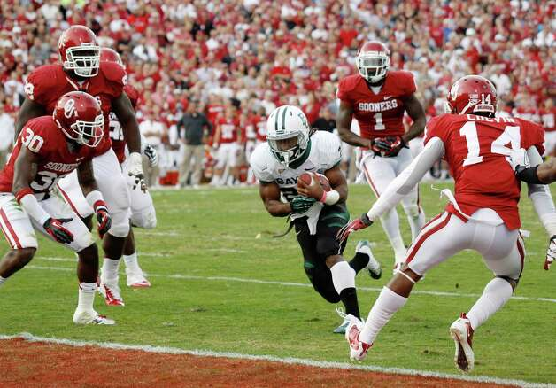 Baylor running back Lache Seastrunk (25) finds a hole in the Oklahoma defense to score in the second quarter of an NCAA college football game in Norman, Okla., Nov. 10, 2012. Photo: Sue Ogrocki, Associated Press / AP