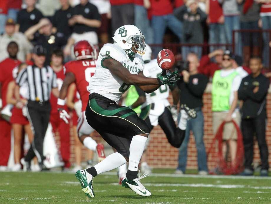 Baylor 's Glasco Martin (8) bobbles a pass during an NCAA college football game against Oklahoma in Norman, Okla., Nov. 10, 2012. Photo: Sue Ogrocki, Associated Press / AP