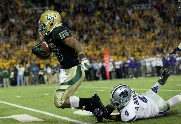 Lache Seastrunk #25 of the Baylor Bears runs the ball past Arthur Brown #4 of the Kansas State Wildcats at Floyd Casey Stadium on Nov. 17, 2012 in Waco. Photo: Ronald Martinez, Getty Images / 2012 Getty Images