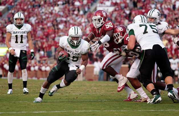 Running back Lache Seastrunk #25 of the Baylor Bears runs around defensive end Chuka Ndulue #98 of the Oklahoma Sooners Nov. 10, 2012 at Gaylord Family-Oklahoma Memorial Stadium in Norman, Okla. Oklahoma defeated Baylor 42-34. Photo: Brett Deering, Getty Images / 2012 Getty Images