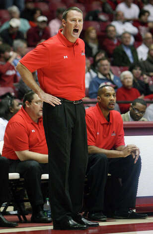 Lamar coach Pat Knight calls out during his team's NCAA college game against Alabama at Coleman Coliseum in Tuscaloosa, Ala., Tuesday, Nov. 27, 2012. (AP Photo/Tuscaloosa News, Michelle Lepianka Carter) Photo: Michelle Lepianka Carter, MBO / Tuscaloosa News
