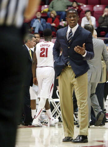 Alabama coach Anthony Grant talks to an official during an NCAA college basketball game against Lamar in Tuscaloosa, Ala., Tuesday, Nov. 27, 2012. (AP Photo/Tuscaloosa News, Michelle Lepianka Carter) Photo: Michelle Lepianka Carter, MBO / Tuscaloosa News