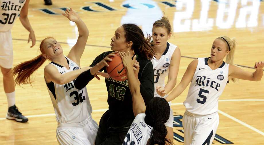 Baylor center Brittney Griner attempts to fend off Rice defenders. Photo: Billy Smith II, Houston Chronicle / © 2012 Houston Chronicle