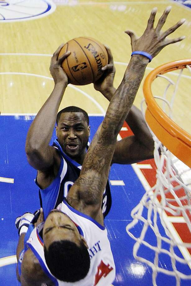 Dallas' Elton Brand tries to score over former Warriors swingman Dorell Wright. Photo: Matt Slocum, Associated Press
