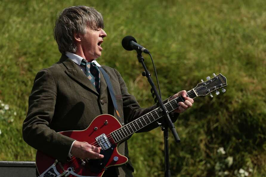 WELLINGTON, NEW ZEALAND - NOVEMBER 28:  Neil Finn sings at the