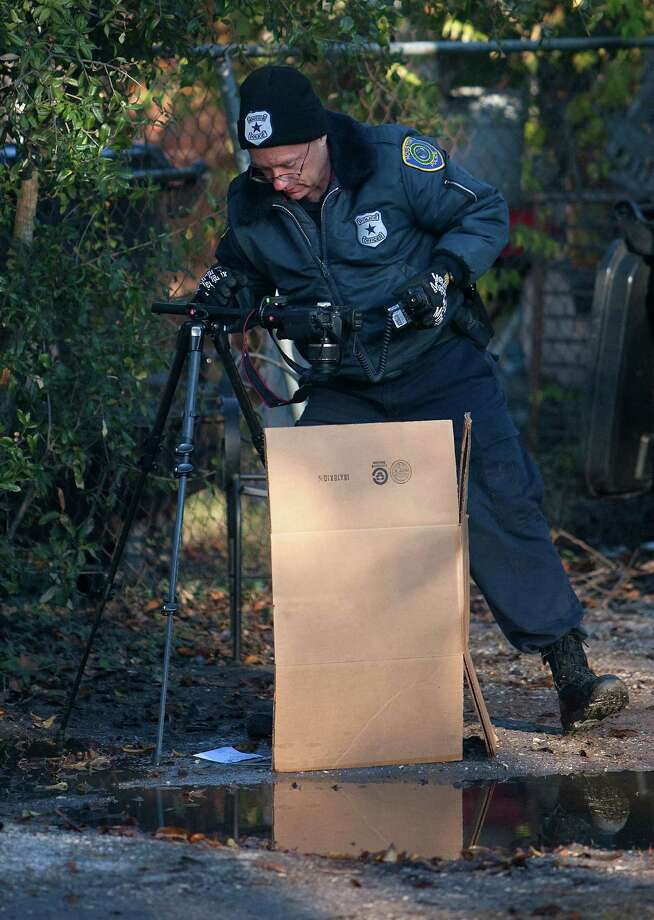 Investigators work a scene after a shooting occurred in the 1100 block of Neyland Street Wednesday, Nov. 28, 2012, in Houston. Photo: Cody Duty, Houston Chronicle / © 2012 Houston Chronicle