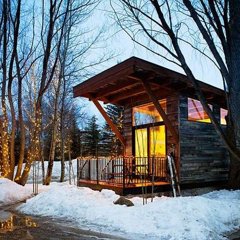 12 cozy winter lodges sfgate for Cabins in jackson hole