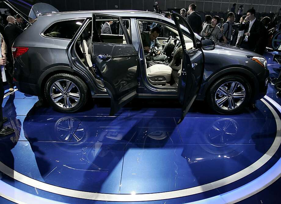 Attendees view the Hyundai Motor Co. Santa Fe during the LA Auto Show in Los Angeles, California, U.S., on Wednesday, Nov. 28, 2012. The LA Auto Show is open to the public Nov. 30 through Dec. 9. Photo: Jonathan Alcorn, Bloomberg