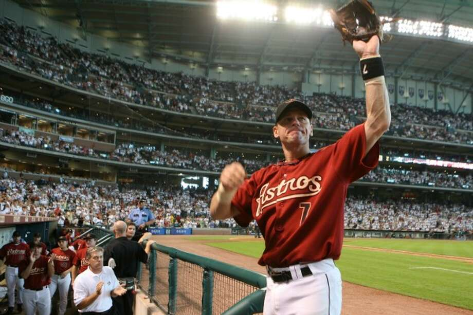 Houston Astros' second baseman, Craig Biggio waves to fans as he leaves the game before the 8th inning. The Houston Astros played the Milwaukee Brewers at Minute Maid Park Sunday afternoon.  (Monday, Aug. 6, 2007, in Houston. ( Steve Campbell / Chronicle) Photo: Steve Campbell, Houston Chronicle / Houston Chronicle