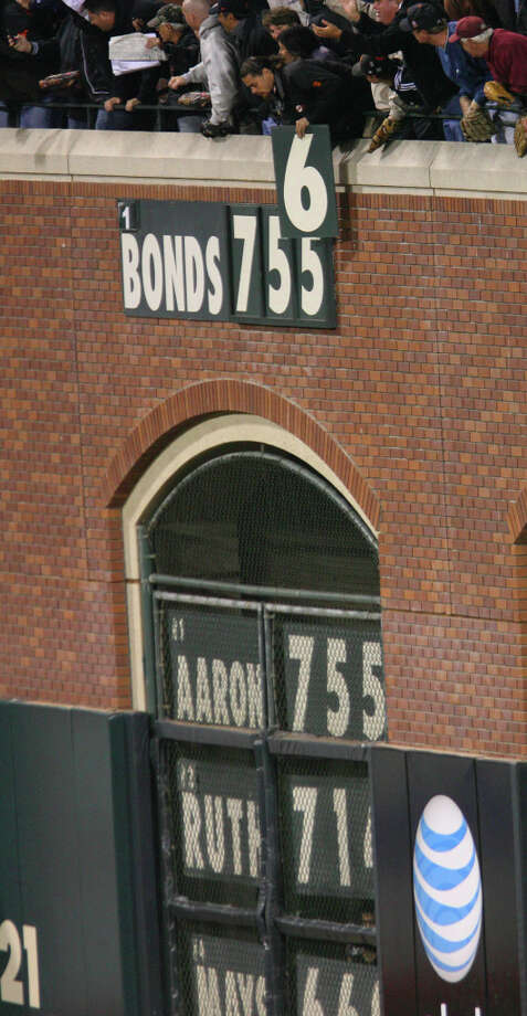 Fans replace the number 755 with 756 while celebratingBarry Bonds's 756th home run that breaks the all-time career home run record. Photo: Mark Costantini, Chronicle / SFC