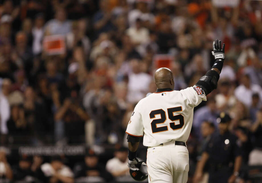 Barry Bonds waves goodbye to the crowd at AT&T Park after his last at-bat as a San Francisco Giant against the San Diego Padres at AT&T Park in San Francisco, Ca., on Wednesday, September 26, 2007. This game marks the end of Barry Bonds's career as a Giant in front of the home crowd, as he has been informed that he will not return to the team by the team's management. (Carlos Avila Gonzalez / The Chronicle) Photo: Carlos Avila Gonzalez, SFC / The San Francisco Chronicle