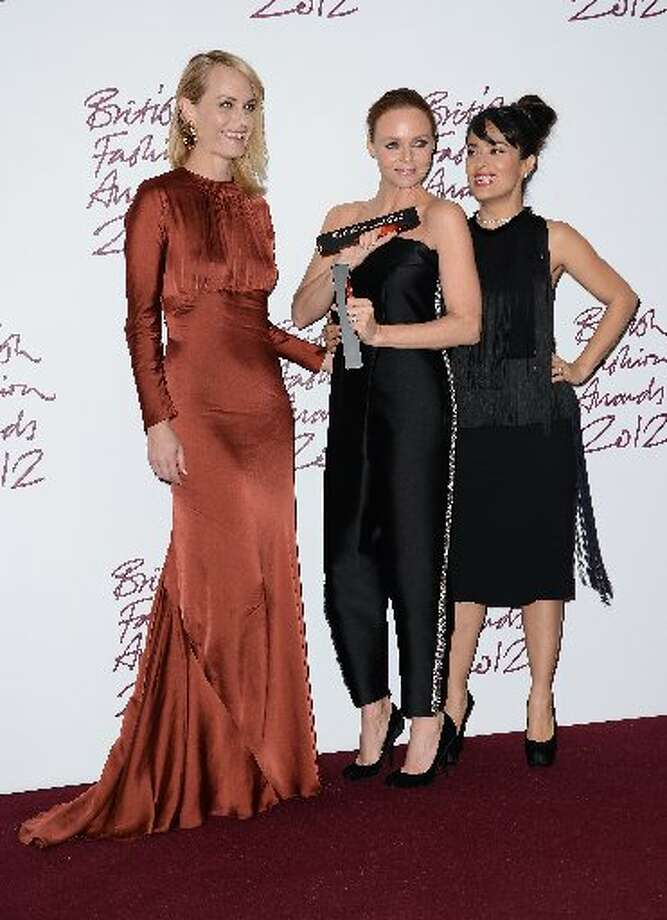 Stella McCartney (C), winner of Designer of the Year poses in the awards room with Amber Valletta and Salma Hayek (R) at the British Fashion Awards 2012 at The Savoy Hotel on November 27, 2012 in London, England. (Photo by Ian Gavan/Getty Images) (Getty)