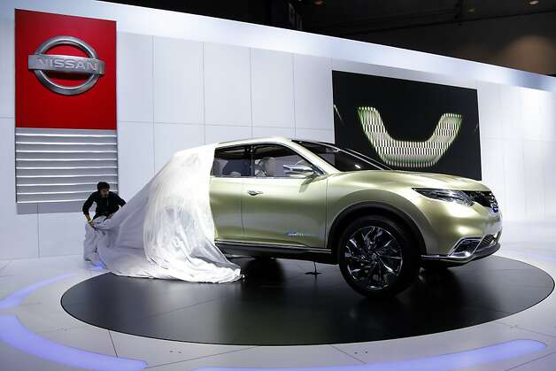 The Nissan Hi-Cross hybrid concept is unveiled at the LA Auto Show in Los Angeles, Wednesday, Nov. 28, 2012. Photo: Jae C. Hong, Associated Press