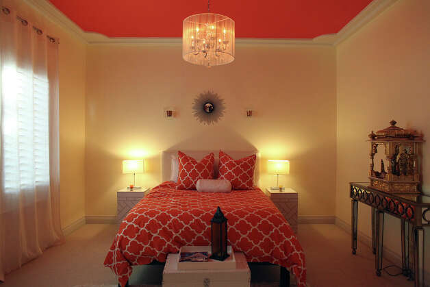 The guest bedroom in the home of Reema and Naveen Kella in San Antonio on Wednesday, Nov. 28, 2012. Photo: Lisa Krantz, San Antonio Express-News / © 2012 San Antonio Express-News