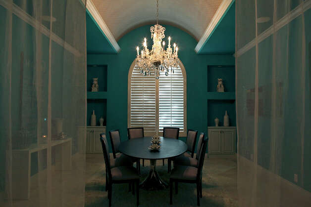 The dining room in the home of Reema and Naveen Kella in San Antonio on Wednesday, Nov. 28, 2012. Photo: Lisa Krantz, San Antonio Express-News / © 2012 San Antonio Express-News