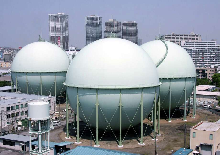 Tokyo Gas Co.'s liquefied natural gas storage tanks in Tokyo, Japan, where gas can bring three to five times what it commands domestically. Photo: HARUYOSHI YAMAGUCHI