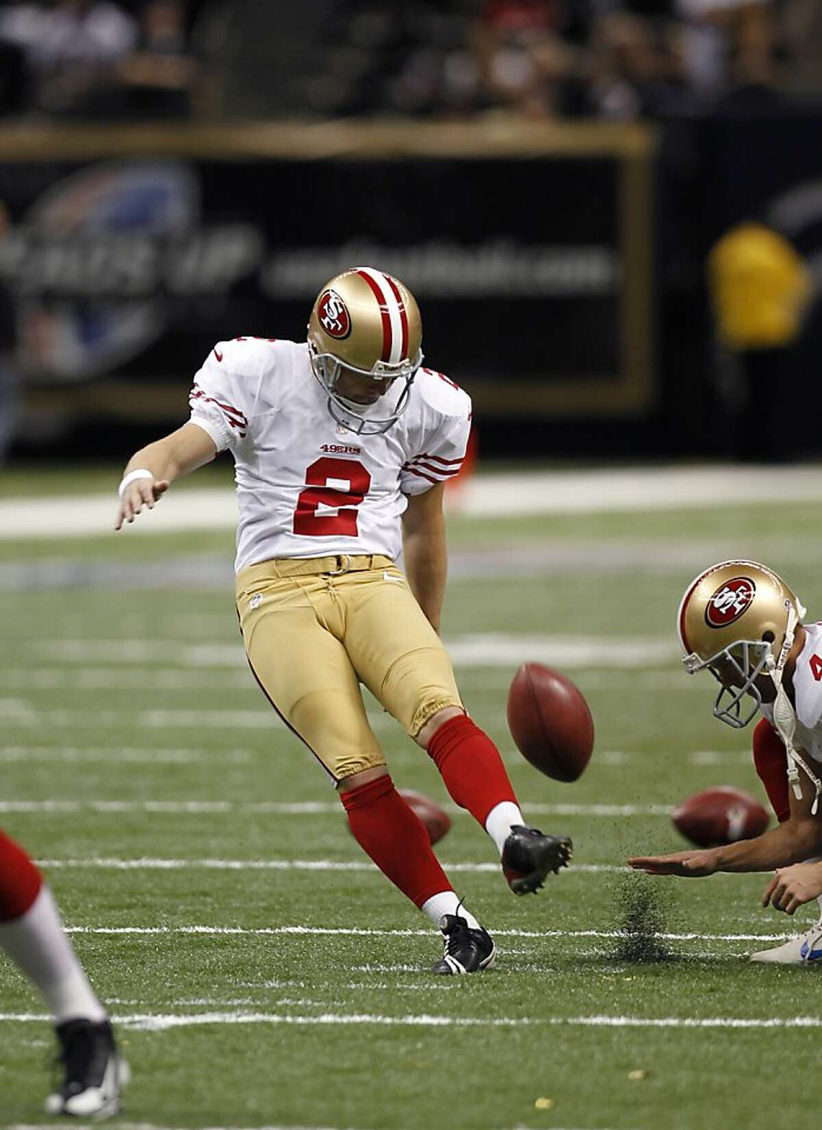 San Francisco 49ers kicker David Akers (2) warms up before an NFL football game against the New Orleans Saints at the Louisiana Superdome in New Orleans, Sunday, Nov. 25, 2012. (AP Photo/Gerald Herbert)