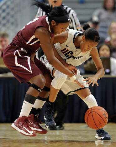 Connecticut's Moriah Jefferson, right, is pressured by Colgate's Jhazmine Lynch, left, during the first half of a NCAA college basketball game in Hartford, Conn., Wednesday, Nov. 28, 2012. (AP Photo/Jessica Hill) Photo: Jessica Hill, Associated Press / FR125654 AP