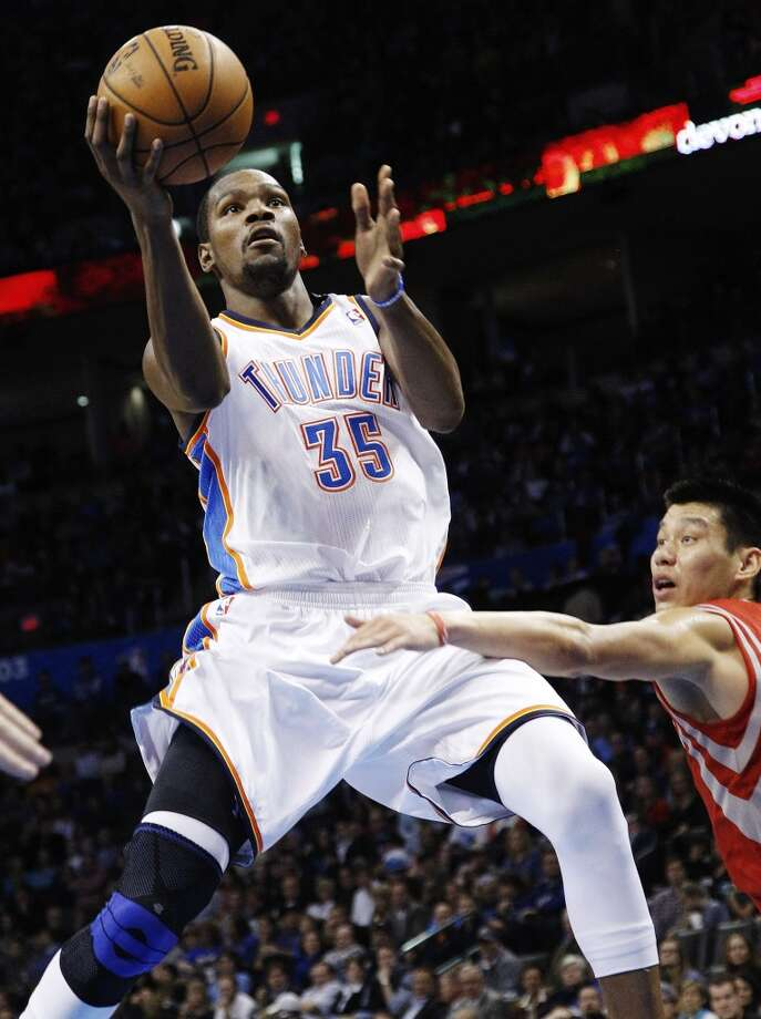 Kevin Durant (35) shoots in front of Jeremy Lin, right, in the third quarter. (AP Photo/Sue Ogrocki) (Associated Press)