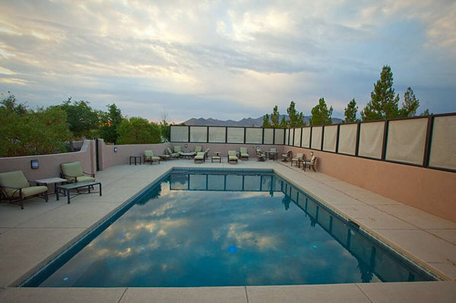 The pool. Photos: CNBC and Auction Company of America.