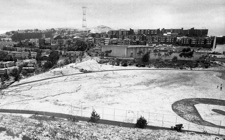 A snow-dusted baseball field, with another view of Sutro Tower in the distance. This must have been early. I can't imagine that field made it past noon before kids turned it into the Battle of Gettysburg of San Francisco snowball fights. Photo: Clem Albers, The Chronicle / ONLINE_YES