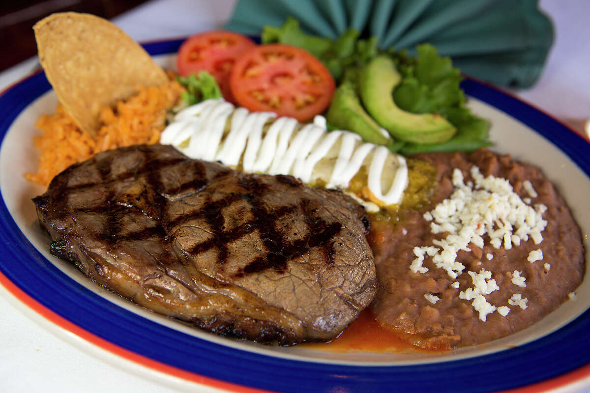 FOR TASTE - Steak a la Tampiquena is pictured at Mi Tierra on Monday, Nov. 26, 2012. EDS NOTE: TAMPIQUENA HAS A TILDE OVER THE N. MICHAEL MILLER / FOR THE EXPRESS-NEWS