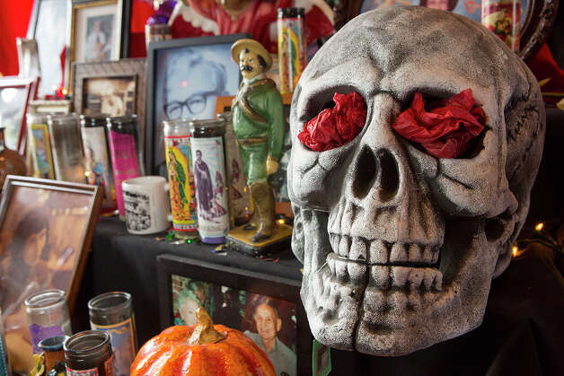 FOR TASTE - An altar de muertos is pictured at Mi Tierra on Monday, Nov. 26, 2012. MICHAEL MILLER / FOR THE EXPRESS-NEWS Photo: Michael Miller, San Antonio Express-News / © San Antonio Express-News