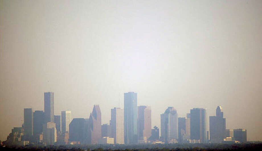 A plan to clean up smog in the Houston area may not pass federal review. Photo: David J. Phillip, ASSOCIATED PRESS / AP2008